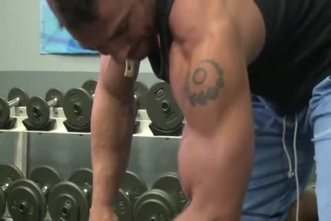 muscular Tattooed fellow Jerks Off In Tthellos fellow Gym