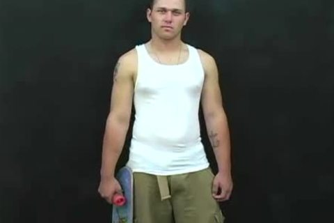 concupiscent boy Has handjob & ass licking By A Thug