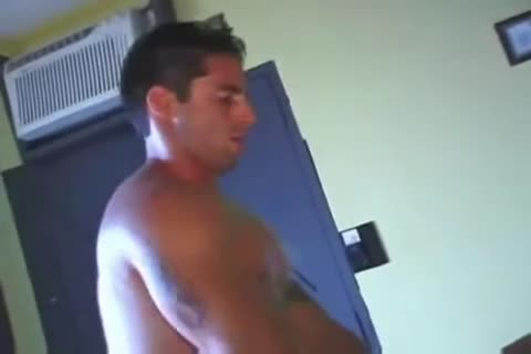 Love for this muscley pornstar hunk jerks off thick men please