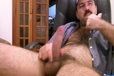 bushy guy Solo wanking
