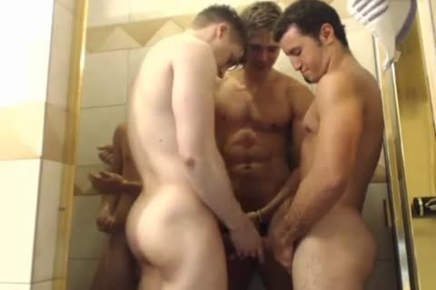 4 fashionable boyz Hottest Blowjobs In Shower