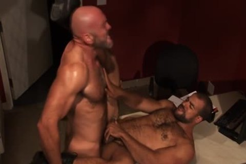 Macho Interracial Bears - BoyFriendTVcom