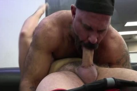 Muscle Bear arse stab With cumshot
