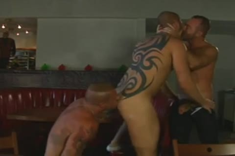 brawny Tatted Daddies three-some fuck - BareSexyBoys.com