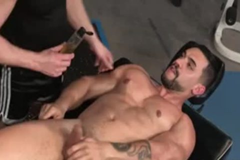 Muscle Bear butt Pleasures