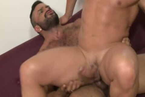 Muscle Bear blow job And cumshot