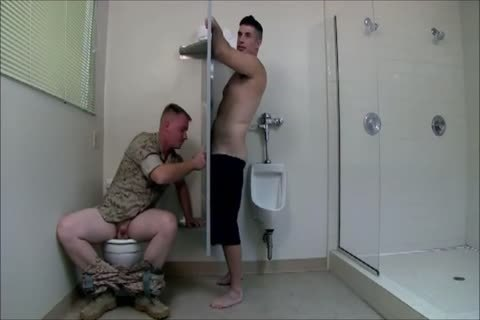 Army Gloryhole 3some