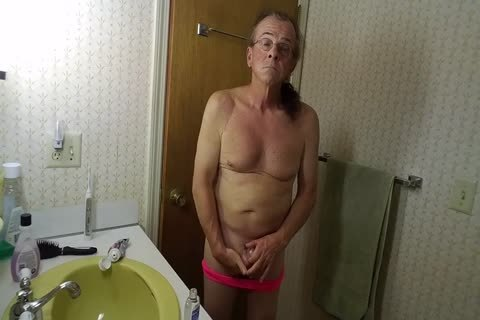 Sissy Robert Bryans Daily Massaging Of his nuts!!!