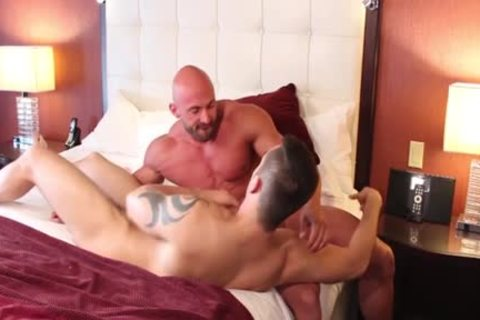 Muscle Bodybuilder dildo And spunk flow