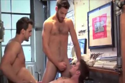 Model gets wazoo-hammered In threesome