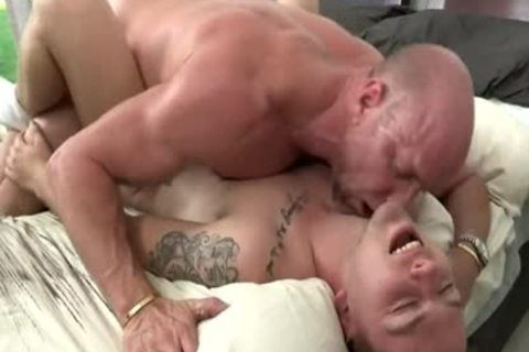 juicy Daddy bonks twink On bed