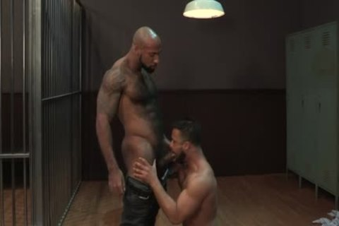 large cock Bodybuilder oral-sex stimulation With cumshot