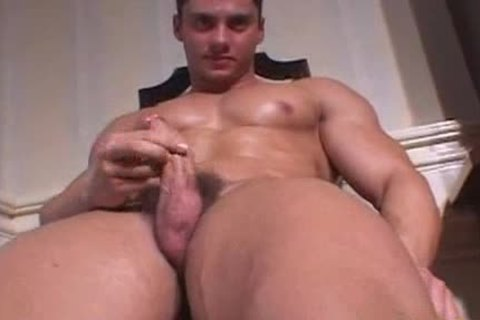 Handsome hunk solo wanking
