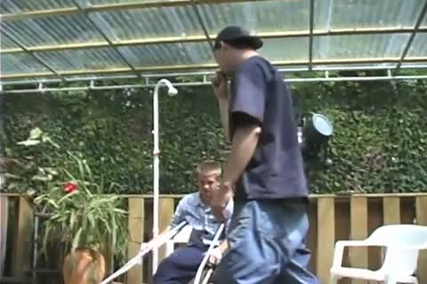 Handicapped dude receives Outdoor irrumation-service