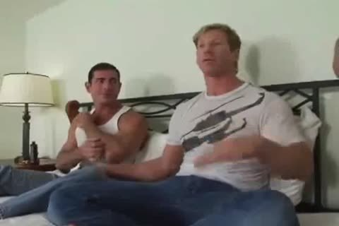 Perfect muscle men love cock