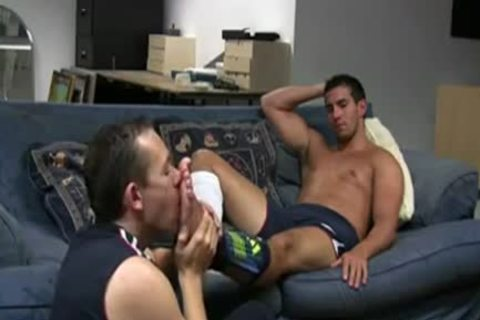 RELAX ON The SOFA\'          gay FOOT WORshelloP