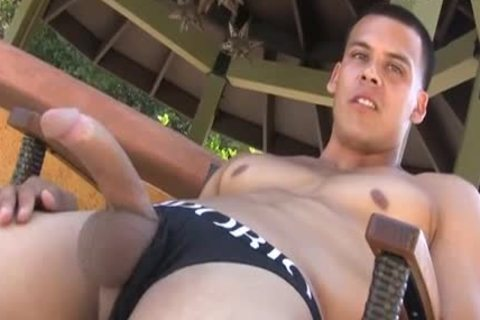 Muscly man Outdoor wanking