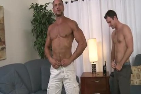 Muscle men engulfing & banging