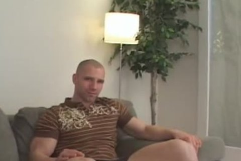 Muscle chap Solo jerking off