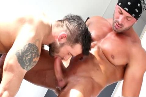 A powerful pair That have a fun ass slamming