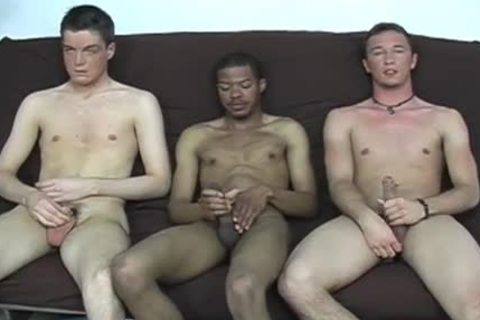 Interracial gay trio sucking & wanking