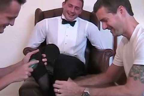 Newly Married Davis acquires fastened Down To The Chair And Tickled