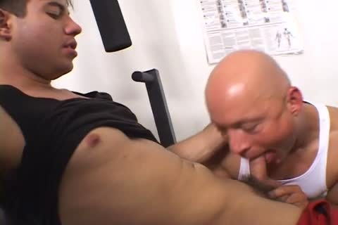 gorgeous Gym men Making Out whilst Working Out