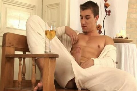 This fashionable homosexual dude Comes Home And Drinks Some Wine previous to His Has A Sensual Self Devotion Session