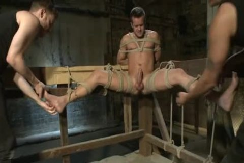 Muscle homo Foot Fetish With cumshot