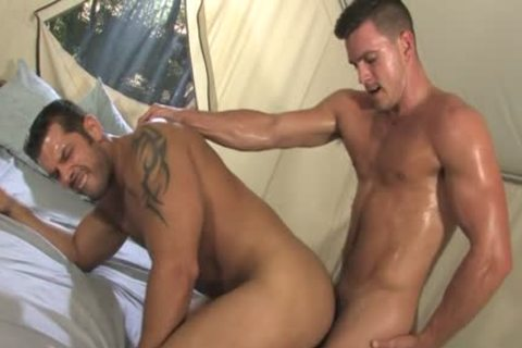 Muscle gay Outdoor Sex With cumshot