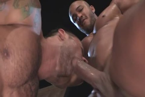 Muscle Bear butthole pound And Facial cum