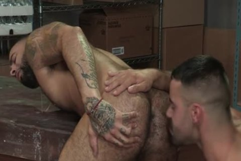 Muscle Bear Flip Flop And ass cumshot