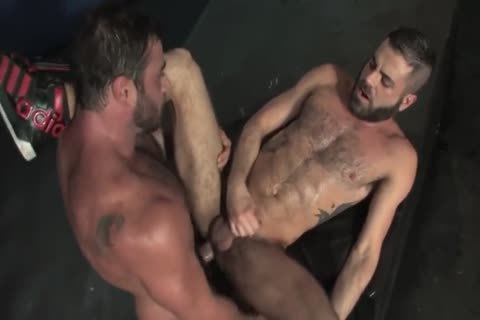 Mike Dozer fucking A Bearded Hunk Bottom