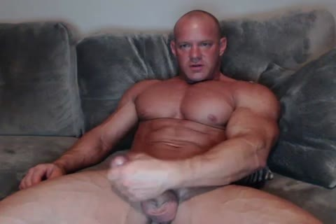 older Bodybuilder stroking