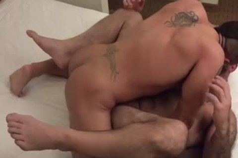 Muscle Bear bareback With ejaculation