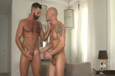 Muscle Bear unprotected With ejaculation