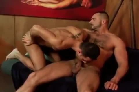 Arpad Miklos pounds An Unknown dude