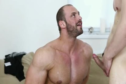 Well brawny lad Barefucked By pumped up lad