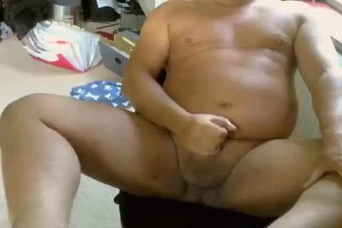 DADDY PLAYS AND CUMS ON cam