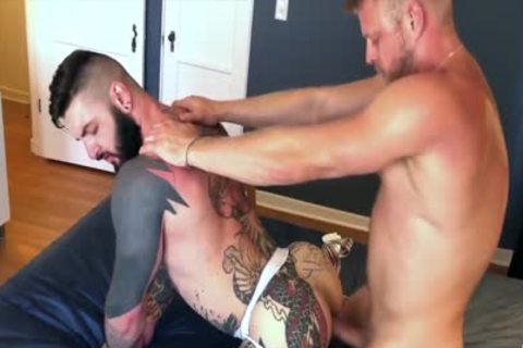 BLOND TOP hammering unprotected A TATTOOED MUCLED man