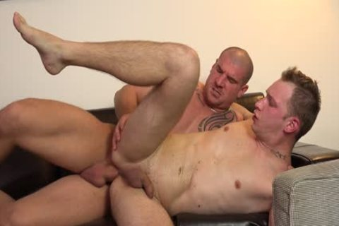 A Full oral-service And A gracious DILF!