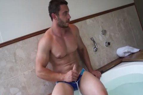Muscle Jack In The juicy Tub With James Nowak